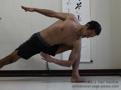 side angle pose, preparing to bind in side angle yoga pose